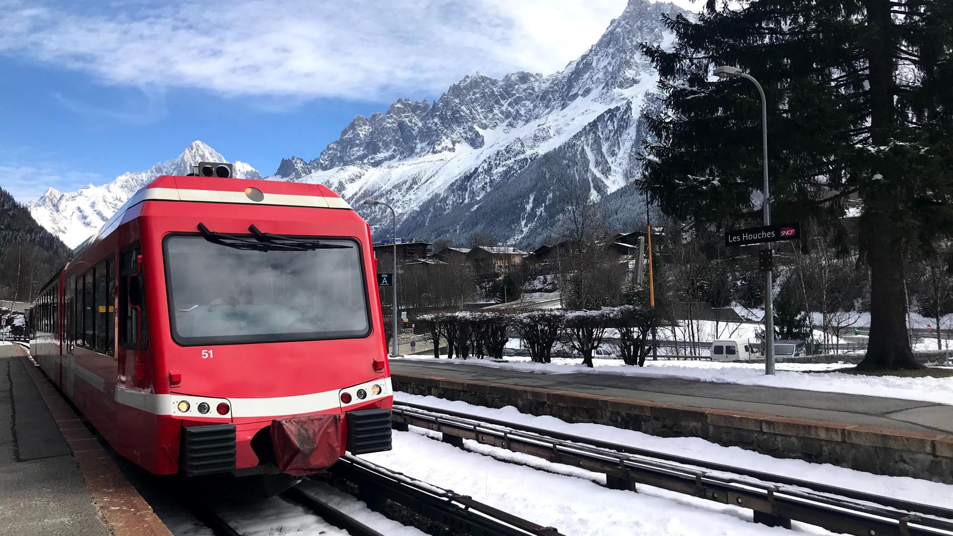 train en gare des Houches